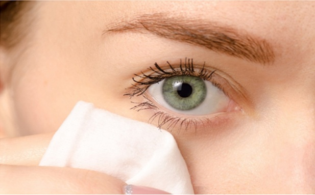 Habit of Eyelids cleaning everyday like brushing your teeth, will make your eyes healthy, sparkling and confident.